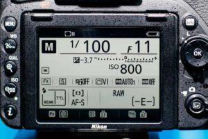 Kameradisplay mit Belichtungszeit, Blende und ISO